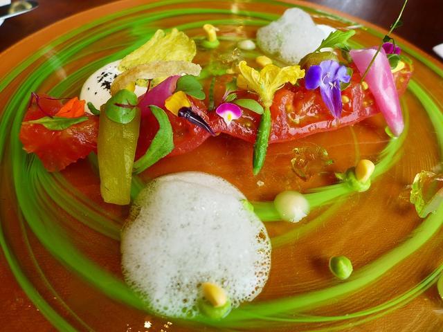 画像1: 本日のランチは梅田のインターコンチネンタルホテル大阪にあるフランス料理のお店「Pierre(ピエール)」に行きました。今日は休暇をいただいて、ずっと行ってみたかった豪勢なフレンチランチをいただいてきました!ランチコースは... emunoranchi.com