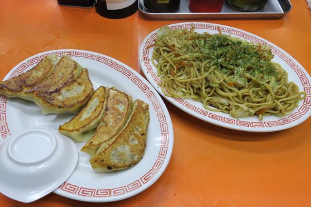 画像: 【北千住】コスパ最高の餃子店「りんりん」! 焼そばと手作り餃子が合わせてなんと500円