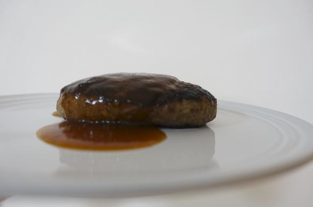 画像: ミート矢澤の肉汁ナイアガラハンバーグ