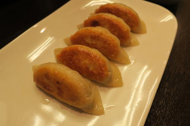 画像: 【北千住】上海出身の女将さんが作る「菜香餃子房」の絶品焼き餃子