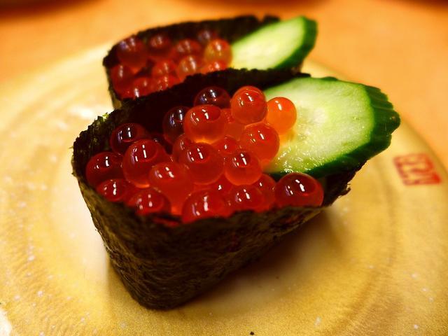 画像1: 本日のランチは門真市にある回転寿司のお店「すしバリュー」に行きました。こちらのお店、しょっちゅうテレビで紹介されている大人気店のようで、以前からとても気になっていたお店です!その人気の秘密を勉強に行ったのですが、食べて納... emunoranchi.com
