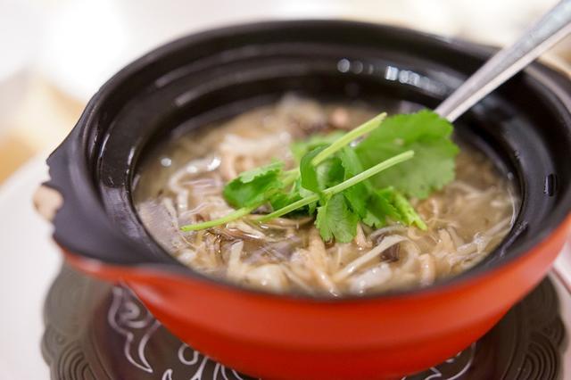 画像: 桃花源小廚 (香港)まさか●●がスープに!!?