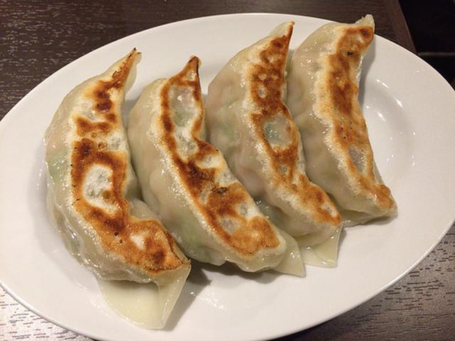 画像: 【東中野】「餃子や獅丸」のジャンボサイズの獅丸餃子