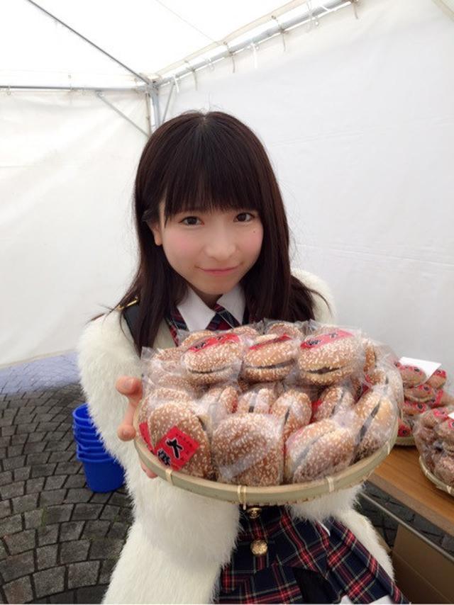 画像: おまんじゅ大食い♪