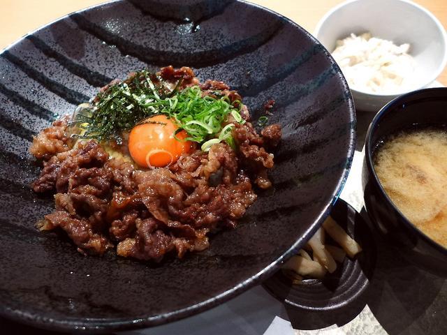 画像1: 本日のランチは梅田のブリーゼブリーゼにある宮崎牛料理のお店「天の幸山の幸 西梅田ブリーゼブリーゼ店」に行きました。最高級の宮崎牛にこだわったお肉料理がいただけるお店で、お昼はその宮崎牛を使ったお値打ちのランチが色々と用意... emunoranchi.com