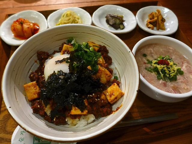 画像1: 本日のランチは西区靱本町にある韓国料理のお店「韓味一朴邸」に行きました。生野区の韓国宮廷料理の名店「韓味一」の味をそのまま引き継いだお店で、先日ディナーに行って素晴らしく感動させていただき、ランチにも行ってきました!ラン... emunoranchi.com