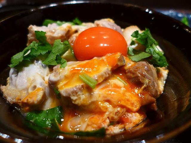画像1: 本日のランチは北新地にある焼鳥屋さん「播鳥premium」に行きました。炭火焼鳥「播鳥」がプロデュースする、高級鳥料理と懐石料理のコースがいただけるお店で、以前は「URABAN KARASAWA(ウラバンカラサワ)」 と... emunoranchi.com