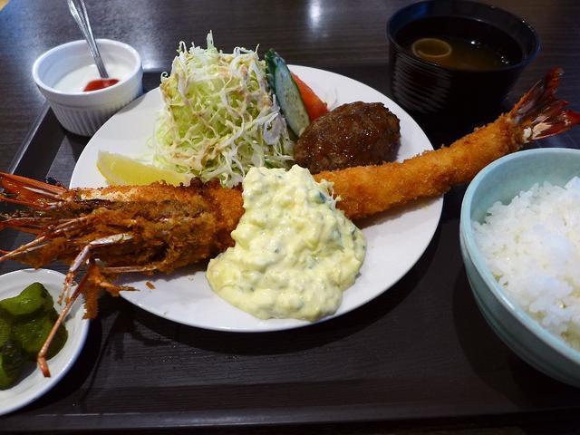 画像1: 本日のランチは堺筋本町にある天然海老フライ専門店「AB-kitchen(エービーキッチン)」に行きました。天然の海老にこだわった海老フライを中心とした洋食屋さんが最近オープンしたと聞いて、早速行ってきました!海老の種類は... emunoranchi.com