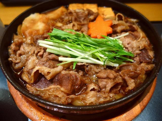 画像1: 本日のランチは北新地にあるしゃぶしゃぶと日本料理のお店「木曽路 北新地店」に行きました。しゃぶしゃぶを始めとするお肉料理と日本料理の高級店で、夜はお高めですがランタイムはとてもリーズナブルなランチセットが用意されています... emunoranchi.com