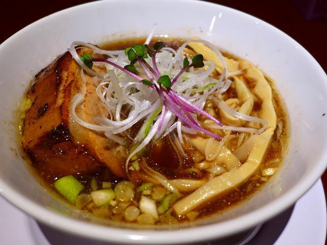 画像1: 本日のランチは東大阪市にあるラーメン屋さん「河内の中華そば 醤」に行きました。このお店のとても良い評判を聞いていてずっと行ってみたいと思っていたお店に初めて行ってきました!メニューの基本は中華そばなのですが、醤油系、煮干... emunoranchi.com