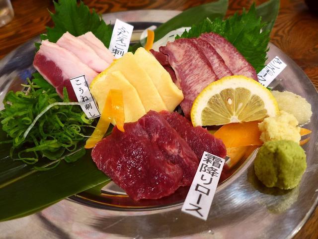 画像1: 本日のランチは堺筋本町にある馬肉料理専門店「大衆馬肉酒場 馬王 堺筋本町店」に行きました。ヘルシーで鮮度抜群の馬肉料理がとてもリーズナブルにいただける居酒屋さんで、夕方16時から営業をされているので、今日のランチとして行... emunoranchi.com
