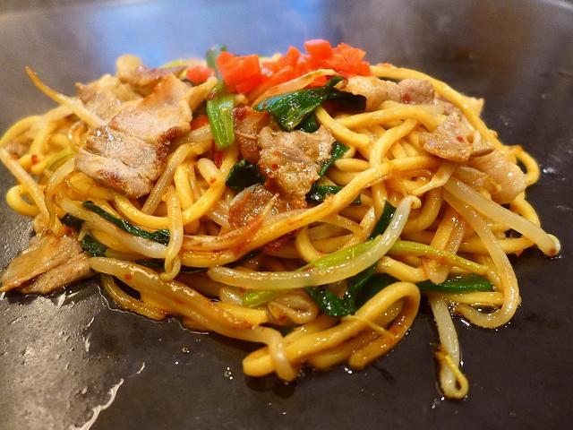 画像1: 本日のランチは寺田町にある鉄板バル「TEPPAN 健心」に行きました。地元でとても支持されている鉄板焼きのお店で私も大好きなお店が、今年6月にすぐ近所に移転してリニューアルオープンしました!ランチタイムはお得な定食が色々... emunoranchi.com