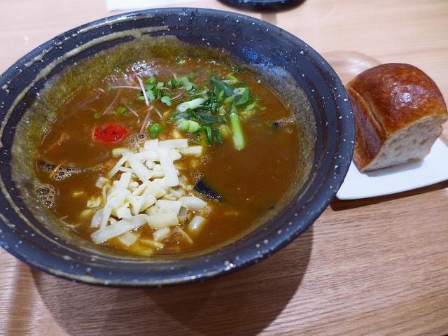画像1: 本日のランチは堺筋本町にあるうどん屋さん「UDONダイニング KONA×MIZU×SHIO(コナ ミズ シオ)」に行きました。圧力釜でうどんを湯がく独特の製法で、とても美味しいうどんが食べられるお店として有名なお店で、遅... emunoranchi.com