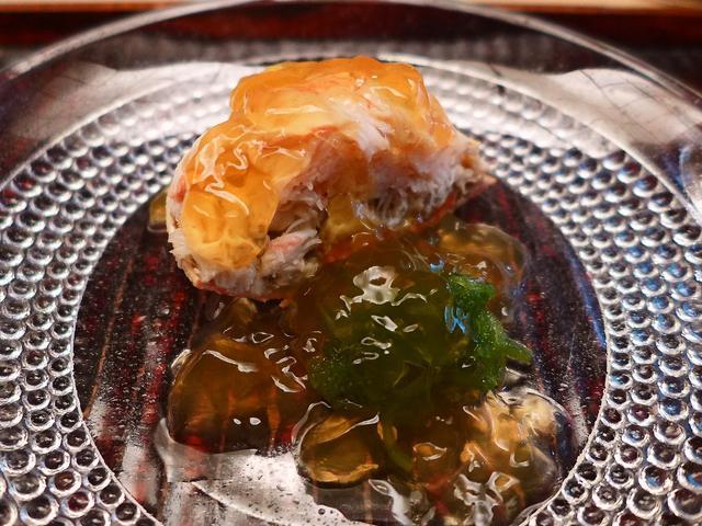 画像1: 本日のランチは京都にある懐石料理のお店「緒方」に行きました。京都に数ある高級和食のお店の中でも、超一流の食通の方々から非常に高い評価を得る、予約の取れないお店です。本来は夜の営業しか行っていないのですが、こちらのお店の常... emunoranchi.com