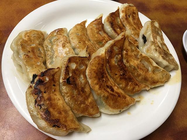 画像: 「尚ちゃんラーメン」の焼き餃子はニンジンが隠し味【中野】