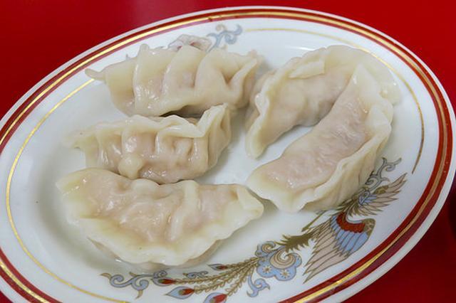 画像: 「味味」のモチモチツルツル皮の北京水餃子【学芸大学】