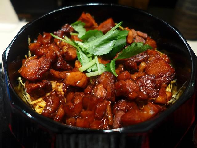 画像1: 本日のランチは北新地にある鶏料理お店「鶏割烹 ならや」に行きました。先日インスタグラムで発見したこちらのお店の「鶏まぶし」なるものがどうしても食べてみたくて早速行ってきました(^^「鶏まぶし」(1200円)こちらは1日5... emunoranchi.com
