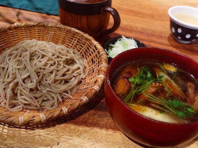 画像1: 本日のランチは堂島にあるお蕎麦屋さん「守破離(しゅはり) 堂島店」に行きました。谷町四丁目の大人気蕎麦店の姉妹店で、ずっと気になっていたお店が今年最後のお店になりました(^^通常はとてもたくさんの種類のお蕎麦が揃っている... emunoranchi.com