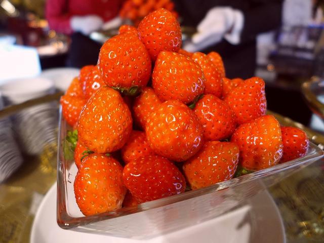 画像1: ホテルニューオータニ大阪1階のラウンジ「SATSUKI LOUNGE」で、1月15日~開催される「スイーツ&サンドウィッチビュッフェ~ホテルでいちご狩り~」のプレス発表にご招待いただきました。毎年この時期に開催されるこ... emunoranchi.com