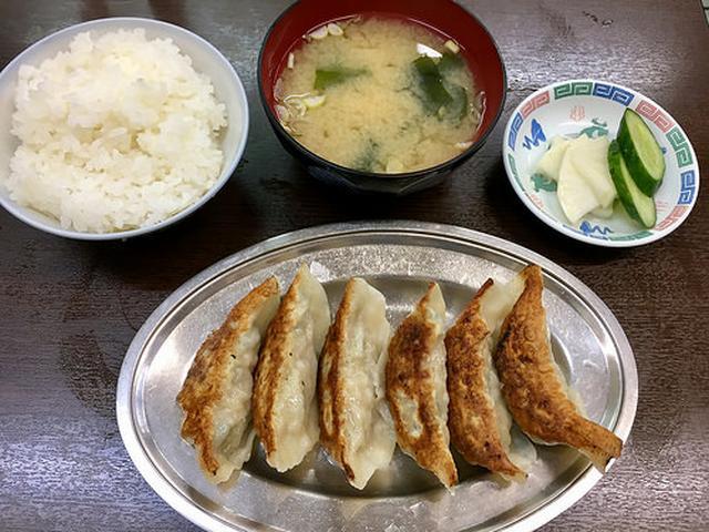 画像: 手のし皮の餃子が食べられる街中華「王華」【十条】