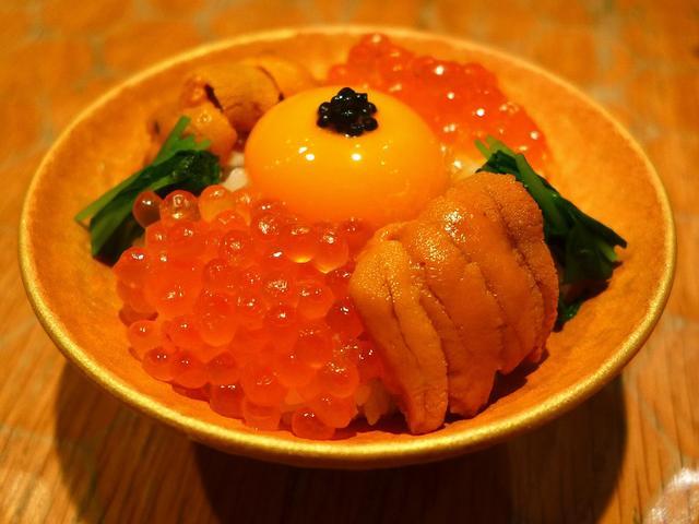 画像1: 東京での仕事を終えて、ディナーまで少し時間があったので、ちょっとおやつに麻布十番にある和食のお店「十番右京」に行きました。高級素材を惜しげもなく使った料理がいただける人気店で、こちらのお店の「超高級卵かけごはん」をずっと... emunoranchi.com