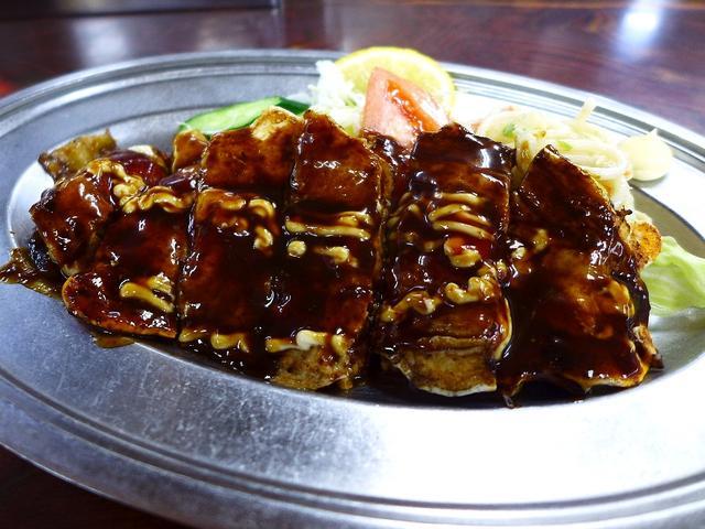 画像1: 本日のランチは豊中市にある大衆食堂「お食事処 ここや」に行きました。今日は豊中市の庄内図書館でセミナーがあり、そのセミナーを終えてから、以前からずっと気になっていたこちらのお店に行ってきました!様々な定食、一品料理、陳列... emunoranchi.com