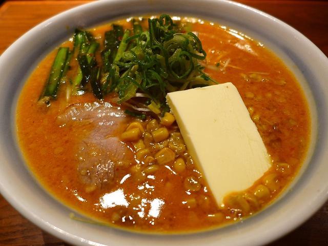 画像1: 本日のランチは梅田にあるラーメン屋さん「らーめん かんじん堂 熊五郎」に行きました。前回こちらに行った時もそうでしたが、お昼の仕事が長引いて、危うくお昼ご飯を食べ逃しそうになりましたが、こちらのお店は梅田のど真ん中で通し... emunoranchi.com