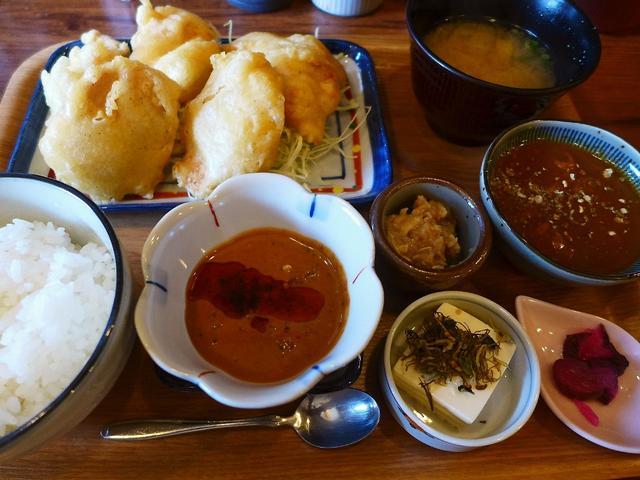 画像1: 本日のランチは福島区にある鳥料理のお店「スミコウテツ(炭香T2)」に行きました。「鶏天おかわりできます!」今まで聞いたことのないキャッチフレーズで、衝撃的なランチデビューをされてから、鶏天好きが毎日足繁く通う大人気店です... emunoranchi.com