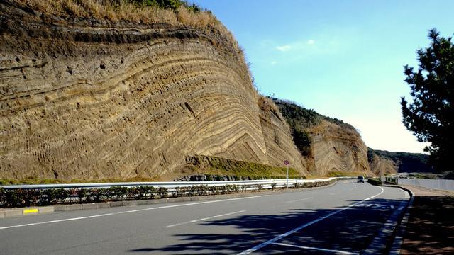 画像: 「伊豆大島うれしー旅 大島温泉ホテルから地層断層、波浮港まで」
