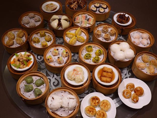 画像1: 本日のランチはスイスホテル南海大阪にある中華料理屋さん「エンプレスルーム」に行きました。 こちらのお店では、平日ランチタイムの「飲茶オーダーバイキング」が大人気なのですが、2月8日~28日までの期間の日曜日~木曜日のディ... emunoranchi.com