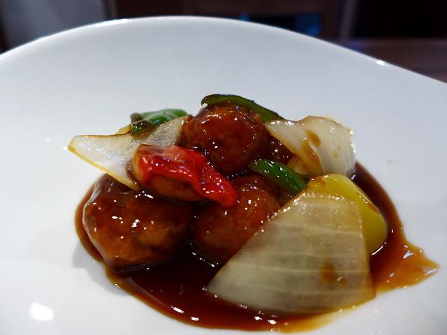 画像1: 本日のランチは緑橋にある中華料理のお店「中華ダイニング 菜演」に行きました。 前回初めて行って、素晴らしく美味しい麻婆豆腐をいただいて、とても気に入ったお店に早速再訪しました! こちらのお店のシェフは、超一流ホテル「リッ... emunoranchi.com