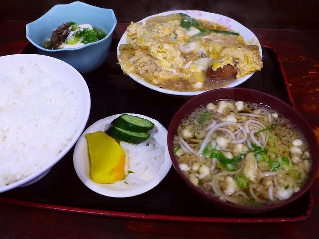 画像1: 本日のランチは尼崎市にあるお蕎麦屋さん「そば処 竹生」に行きました。 8年以上前に行った時に食べた「焼豚定食」の美味しさがずっと忘れられず、また行きたいと思いながら、こんなに月日が経ってしまいました(^^; 焼豚定食が食... emunoranchi.com