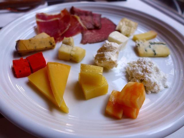 画像1: 本日のランチは梅田にあるチーズ料理とお肉料理のお店「CHEESE CRAFT WORKS & GRILL茶屋町」に行きました。 2017年2月17日(金)にグランドオープンするお店のレセプションにご招待いただきま... emunoranchi.com