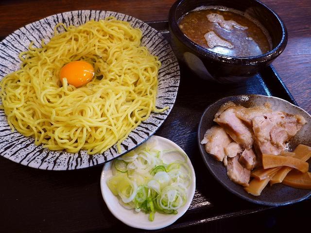 画像1: 本日のランチは東成区中本にあるラーメン屋さん「金の玉子」に行きました。 関西を中心に一大ラーメンチェーンを展開されている荒川フードサービスグループの直営店が本日オープンしたので早速行ってきました! こちらのお店は、同じく... emunoranchi.com