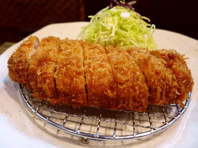 画像1: 本日のランチは南森町にあるとんかつ屋さん「とんかつ 真」に行きました。 こだわりの信州ポークを使った本格的でとても美味しいとんかつがいただけるお店で、美味しいとんかつが食べたくなって今日はこちらに5年ぶりに行ってきました... emunoranchi.com