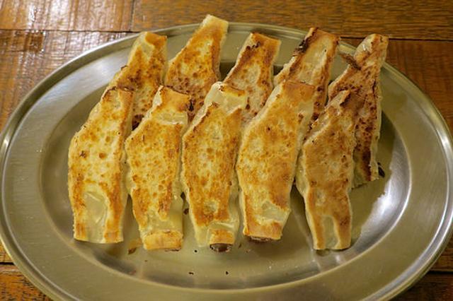 画像: おしゃれカフェのような「マルジー餃子」で辛味噌と食べるパリパリ餃子【大阪】