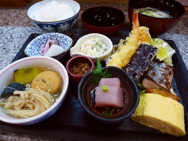画像1: 本日のランチは福島区にある和食のお店「右近」に行きました。 以前「うなぎのしゃぶしゃぶ」で心から感動をさせていただいたお店で、ランチも超お値打ちということで、グルメのGさんが予約をしてくださり、行ってきました! ランチメ... emunoranchi.com