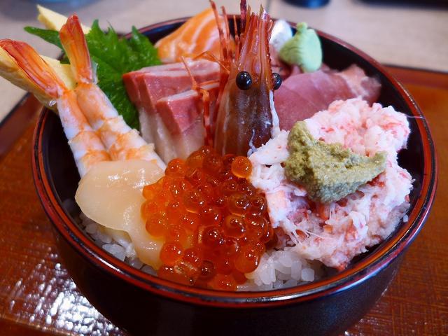 画像1: 本日のランチは滋賀県にある「三井アウトレットパーク 滋賀竜王」内にあるフードコート「竜王ダイニング」に行きました。 今日はこちらのアウトレットに買物に行ったのですが、普通なら施設内以外のところでランチのお店を探すのですが... emunoranchi.com