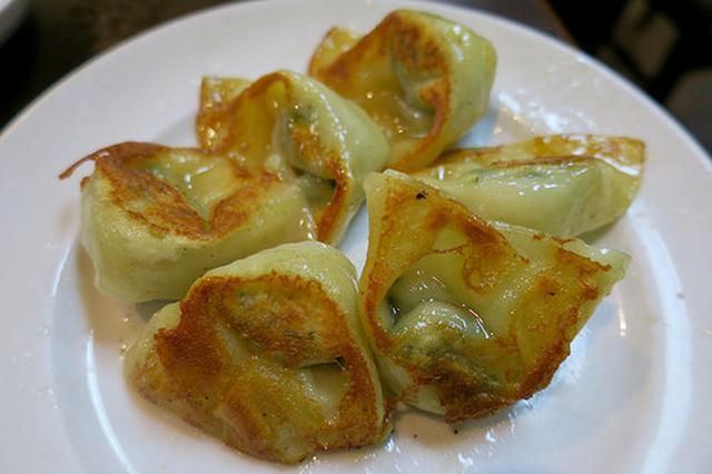 画像: 上海風ワンタンと本格餃子を焼きと茹で楽しめる「海上海」【根津】