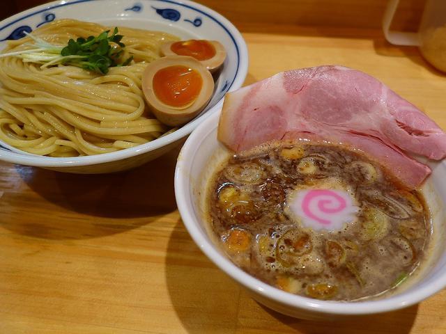 画像1: 本日のランチは天神橋筋6丁目にあるつけ麺専門店「サバ6製麺所plus」に行きました。 もともとこの場所でサバラーメンの専門店として営業されていましたが、先月福島区に移転リニューアルし、こちらのお店は2017年4月14日サ... emunoranchi.com