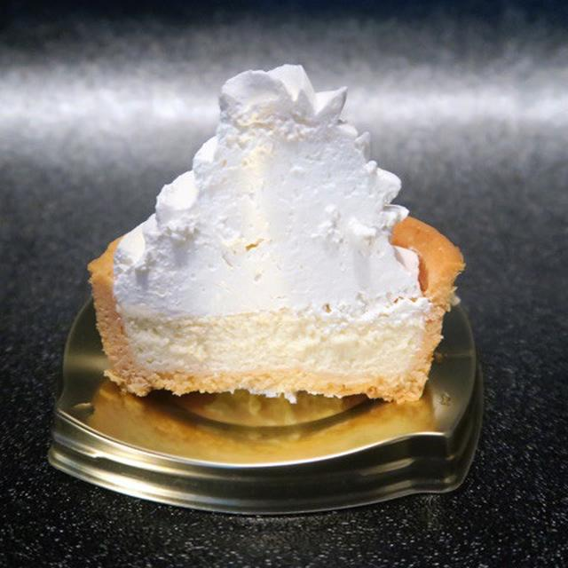画像: ファミリーマート・クリーミー豆乳タルト