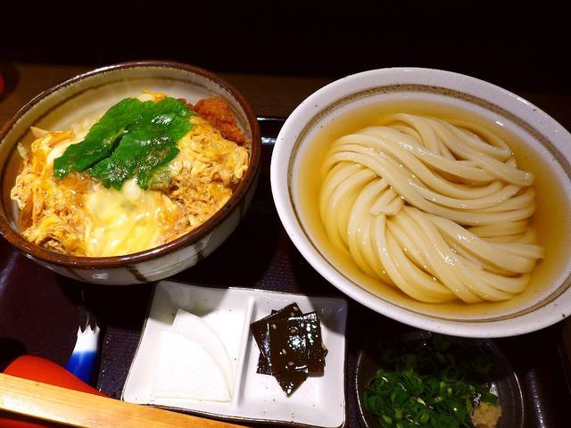 画像1: 本日のランチは東大阪市の近鉄布施駅前にあるうどん屋さん「純愛うどん なでしこ~原点~」に行きました。 以前こちらで営業されていた「純愛うどん なでしこ」が、2015年12月に奈良県大和郡山市に移転して「純愛うどん なでし... emunoranchi.com