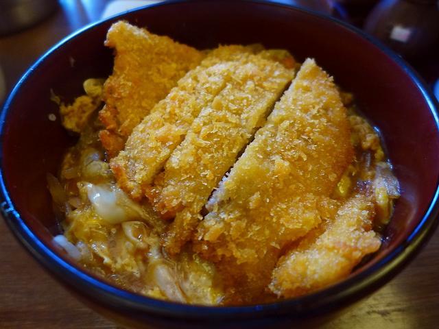 画像1: 本日のランチは堺筋本町にある丼の専門店「龍愛龍(リュウアイロン)」に行きました。 「味べい」というカツ丼を始めとする丼の専門店の姉妹店です。 「味べい」といえば、「かつ丼大盛り」という卵を7つ使った凄まじいボリュームの丼... emunoranchi.com