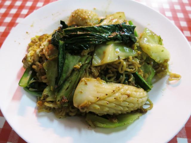 画像1: タイの焼きそば特集、3週目。今週はお米以外を原料とした麺を使った焼きそばをご紹介します。 先週・先々週にご紹介した通り、タイの焼きそばというとパッタイを筆頭にお米が原料の麺を使うのが一般的だ。福建語で「粿條(クエティオウ ... 続きを読む → yakitan.info