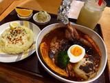 画像1: 本日のランチは東心斎橋にある鶏料理のお店「鶏バル ばっかなーれ」に行きました。 夜は焼鳥をはじめとして、様々な鶏料理がお手軽にいただけるお店で、お昼に出されているスープカレーがとても美味しいとの噂を聞いて行ってきました!... emunoranchi.com