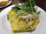 画像1: タイの焼きそば特集、4週目! 今週は変わり種の焼きそばを3つご紹介して、特集の〆といたします。 タイの焼きそばとして有名なパッタイには、オムそば風のバリエーションもある。それを食べに訪れたのは新大久保にあるタイ料理店、ク ... 続きを読む → yakitan.info