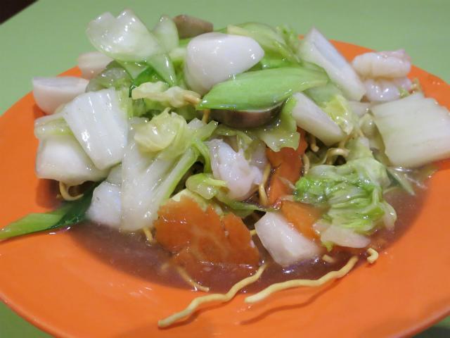 画像1: タイには麺を炒める焼きそばだけでなく、カリカリに揚げたカタ焼きそばもある。それを食べに訪れたのは、高田馬場にあるタイコウというタイ料理店。漢字だと「泰皇」で、タイ国の王様という意味になる。 訪問したのは2月中旬の平日のこ ... 続きを読む → yakitan.info
