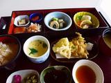 画像1: 本日のランチは豊中市にあるレストラン「島熊山 グラーヴ」に行きました。 和食と洋食のどちらも楽しめて、ステーキハウスも併設している、この地で40年近く営業されている豊中の老舗のレストランです。 それほど有名なお店なのに、... emunoranchi.com