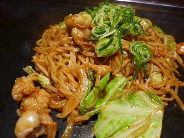 画像1: 本日のランチは住之江区にあるお好み焼き屋さん「じゅうじゅううめぇ家 住之江店」に行きました。 焼きそばがとても美味しいと評判のお店で、ずっと行ってみたいと思っていたお店に初めて行ってきました! 今日は大人数で行ったので、... emunoranchi.com