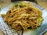 画像1: 前回紹介した東京カオソーイが、タイと沖縄のフュージョン的なお店だったのを受けまして、今週は沖縄料理店の焼きそばを3軒ご紹介したいと思います。まずは個人的に行きつけのお店から。 野方駅のすぐ南に、琉球茶屋くわっちーという沖 ... 続きを読む → yakitan.info